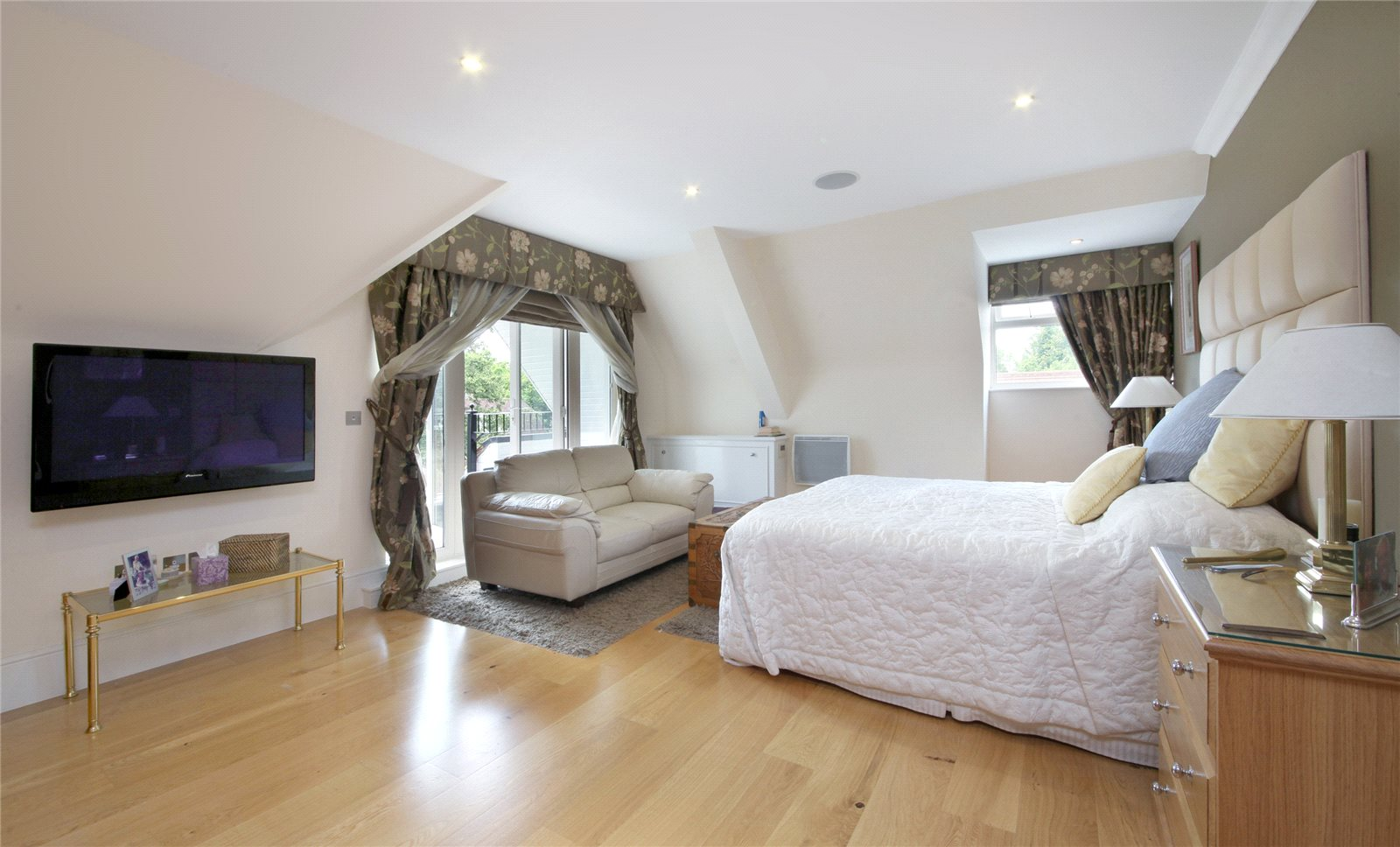 Additional photo for property listing at Dorchester Mansions, Cross Road, Sunningdale, Berkshire, SL5 Sunningdale, England