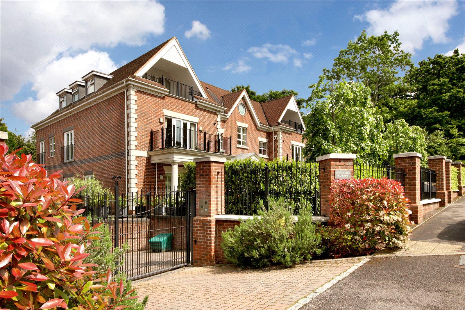 公寓 为 销售 在 Dorchester Mansions, Cross Road, Sunningdale, Berkshire, SL5 Sunningdale, 英格兰