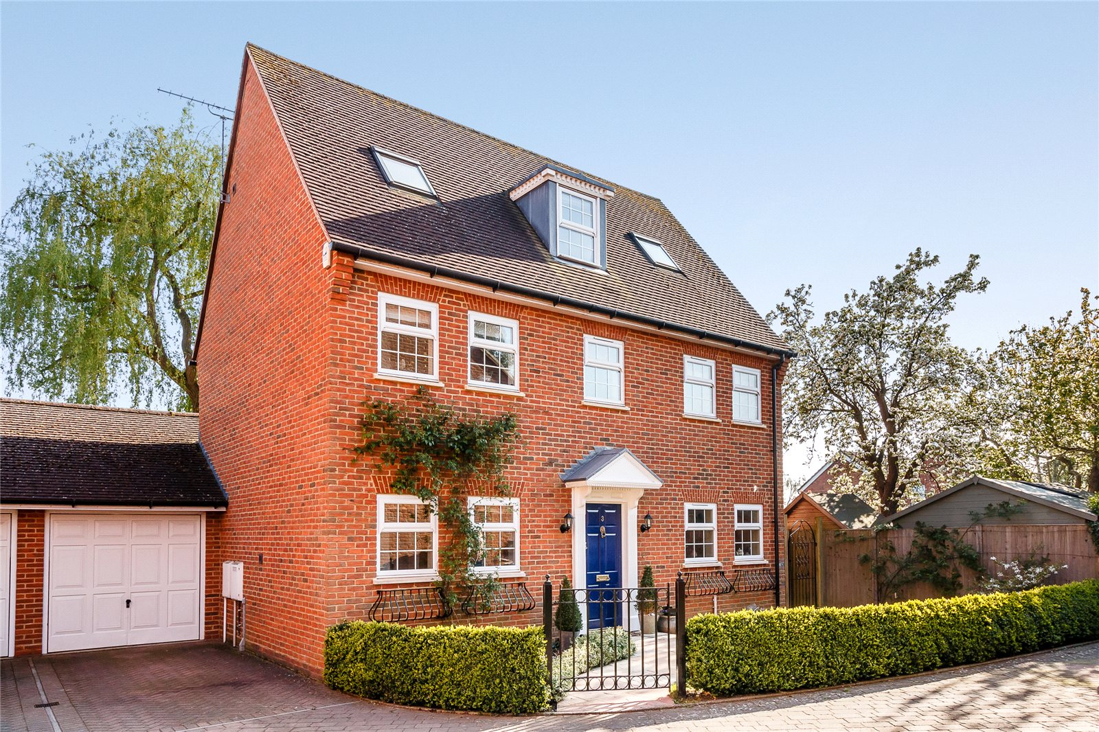 Single Family Home for Sale at Cedar Gardens, Beta Road, Chobham, Surrey, GU24 Chobham, England
