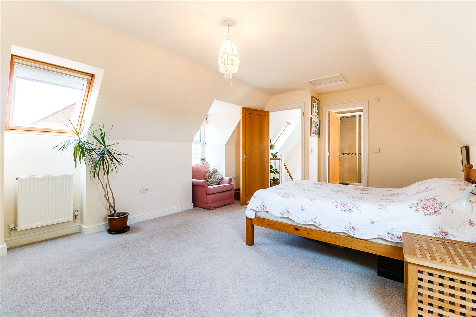 Additional photo for property listing at Cedar Gardens, Beta Road, Chobham, Surrey, GU24 Chobham, Angleterre