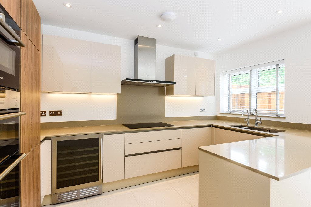Additional photo for property listing at Queenswood Crescent, Englefield Green, Surrey, TW20 Surrey, England