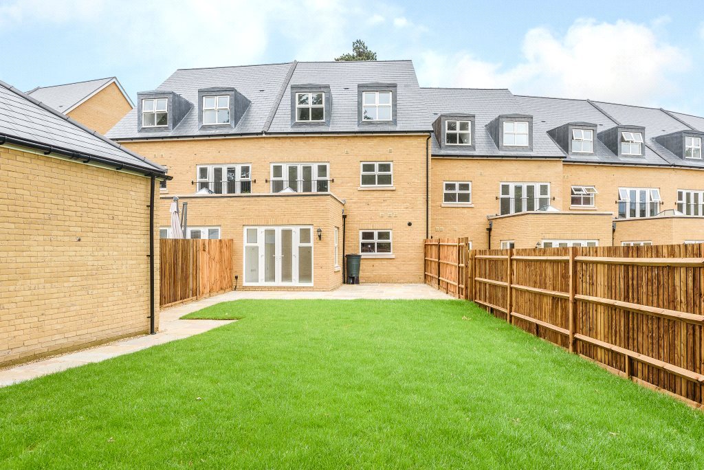 Additional photo for property listing at Queenswood Crescent, Englefield Green, Surrey, TW20 Surrey, Αγγλια