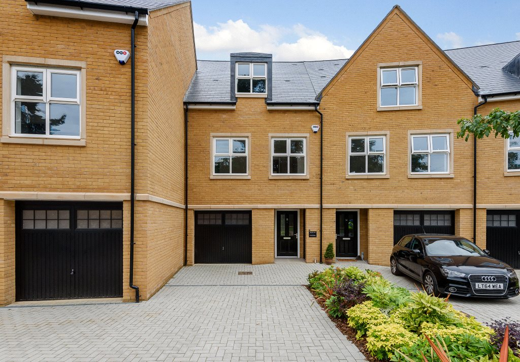 Additional photo for property listing at Queenswood Crescent, Englefield Green, Surrey, TW20 Surrey, 英格兰