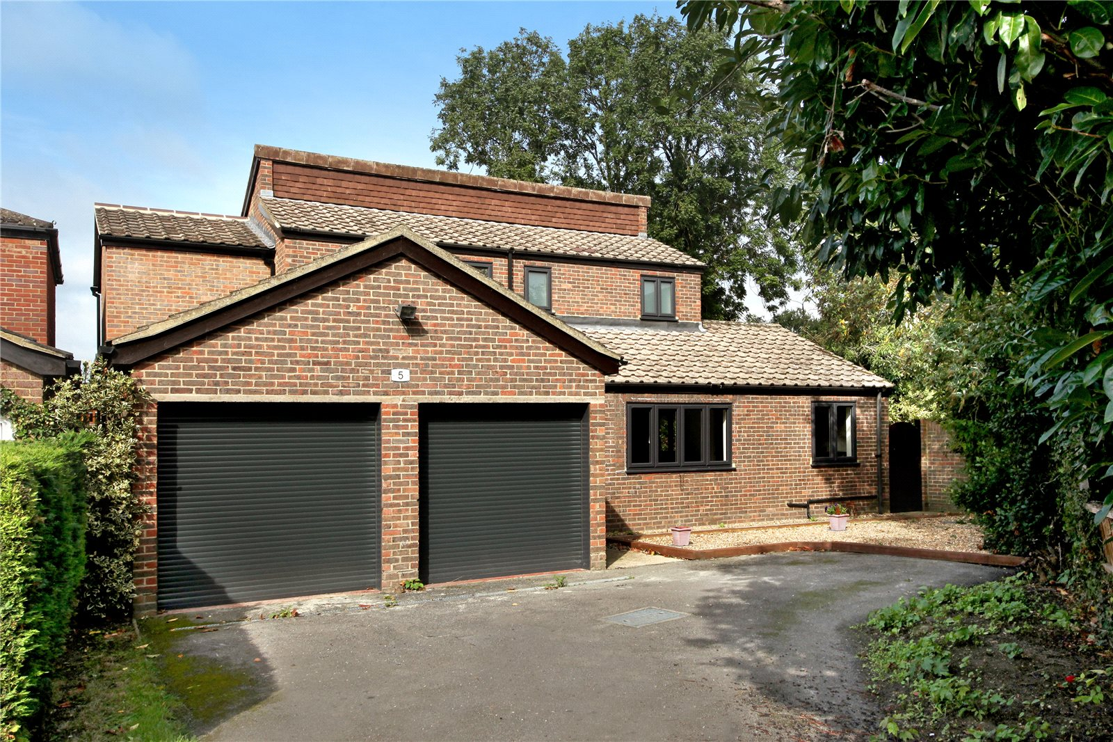 Additional photo for property listing at Giles Travers Close, Thorpe, Surrey, TW20 Thorpe, Inglaterra