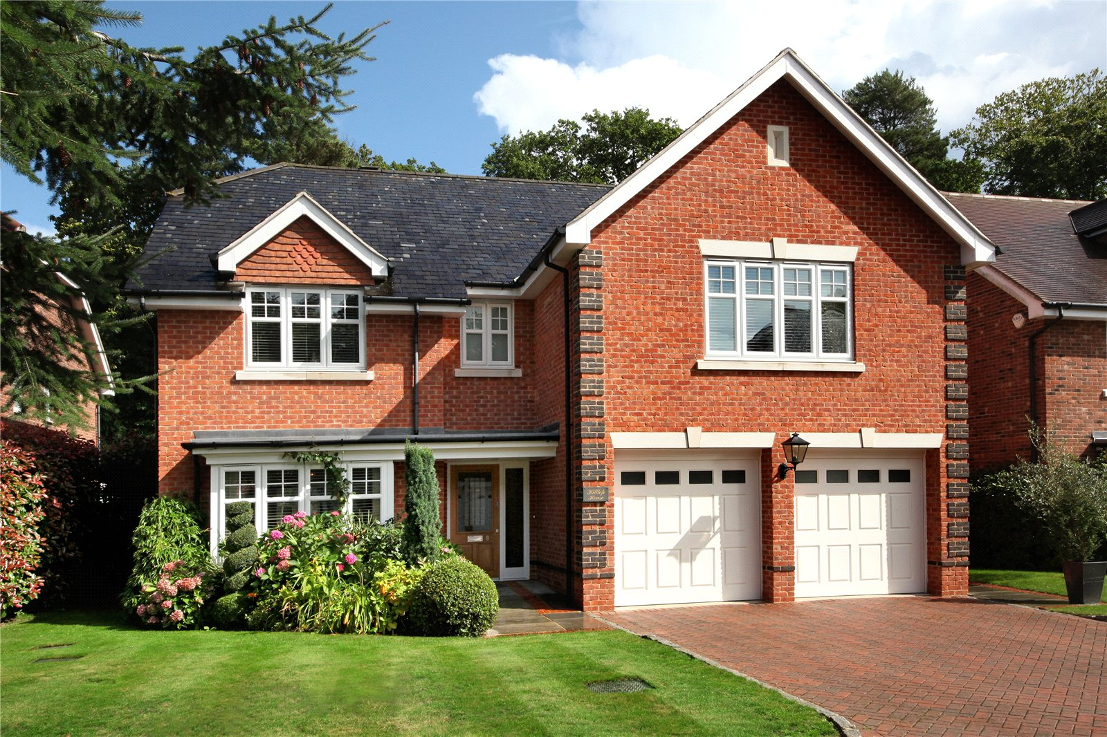 Single Family Home for Sale at Chapel Pines, Camberley, Surrey, GU15 Camberley, England