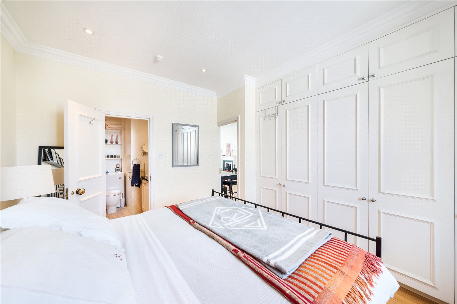 Additional photo for property listing at Harrington Gardens, South Kensington, London, SW7 South Kensington, London, イギリス