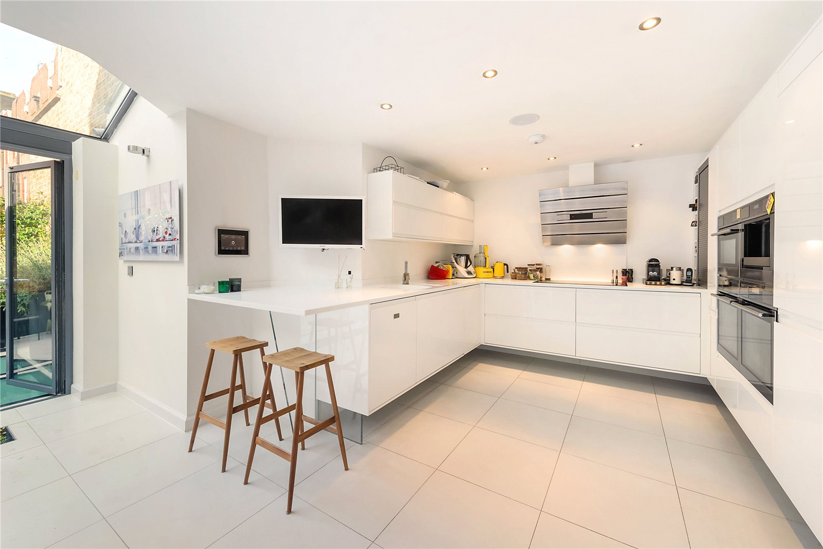 Additional photo for property listing at Adam and Eve Mews, Kensington, London, W8 Kensington, London, 英格兰