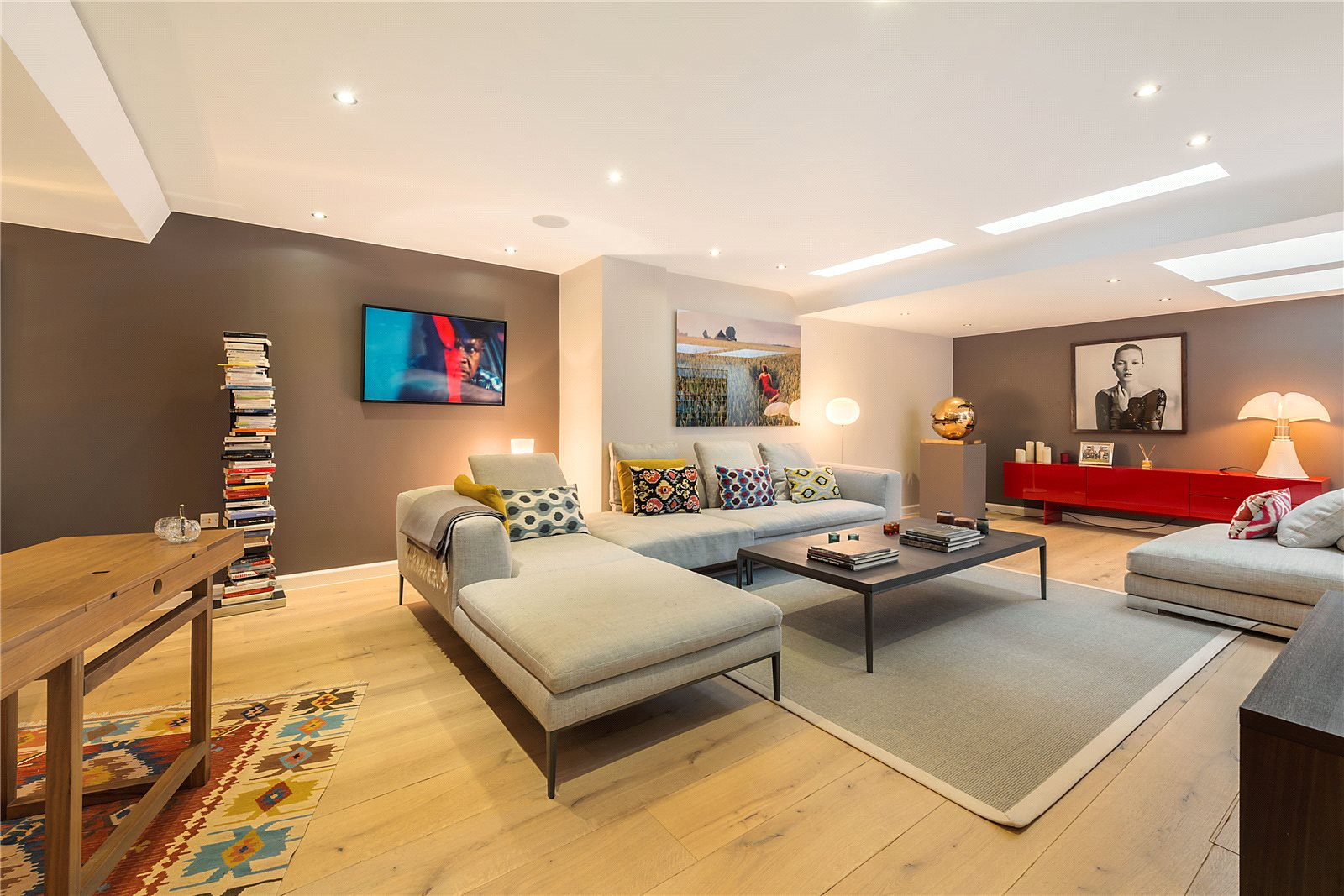 Additional photo for property listing at Adam and Eve Mews, Kensington, London, W8 Kensington, London, イギリス