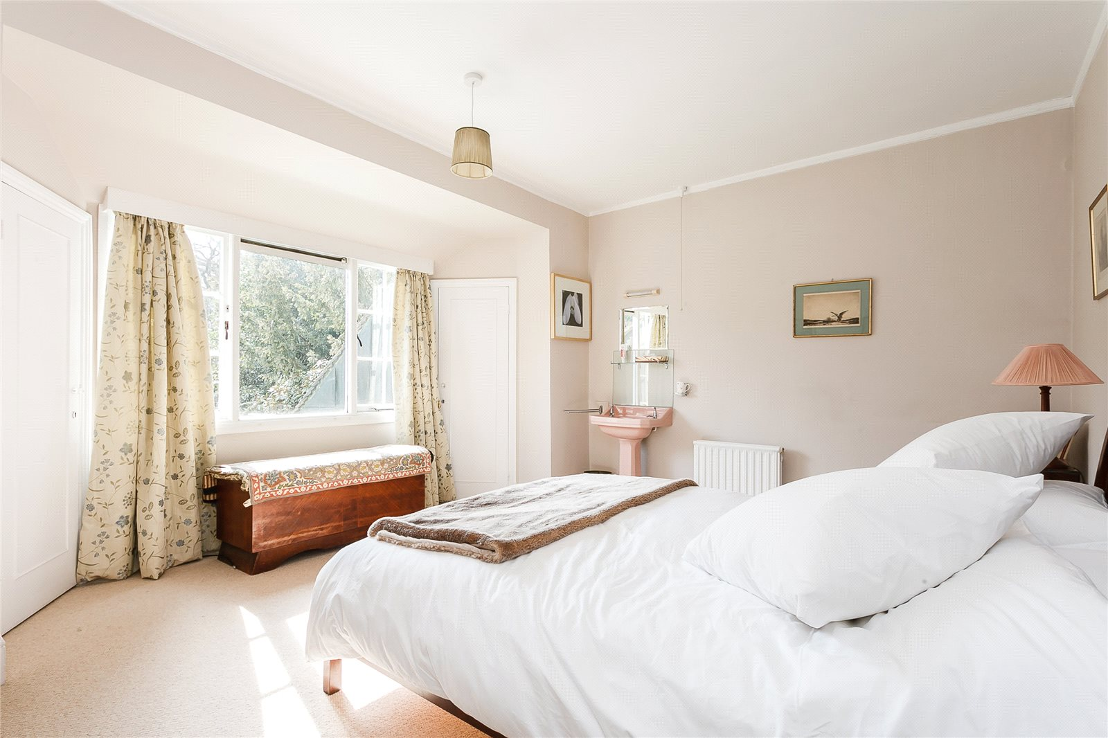 Additional photo for property listing at The Folly, Red Road, Lightwater, Surrey, GU18 Lightwater, England