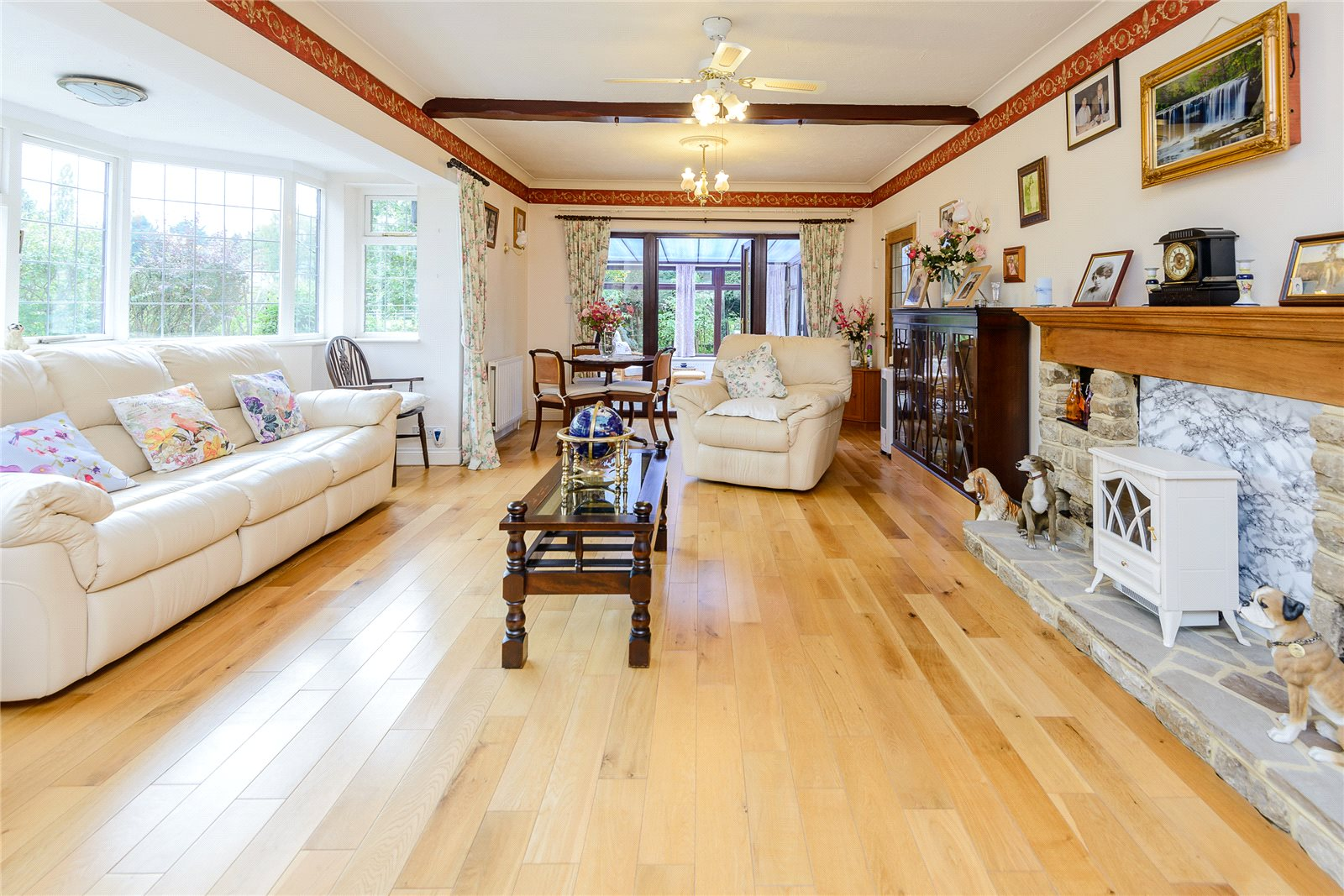 Additional photo for property listing at Broadway Road Lightwater, Surrey, GU18 Surrey, イギリス