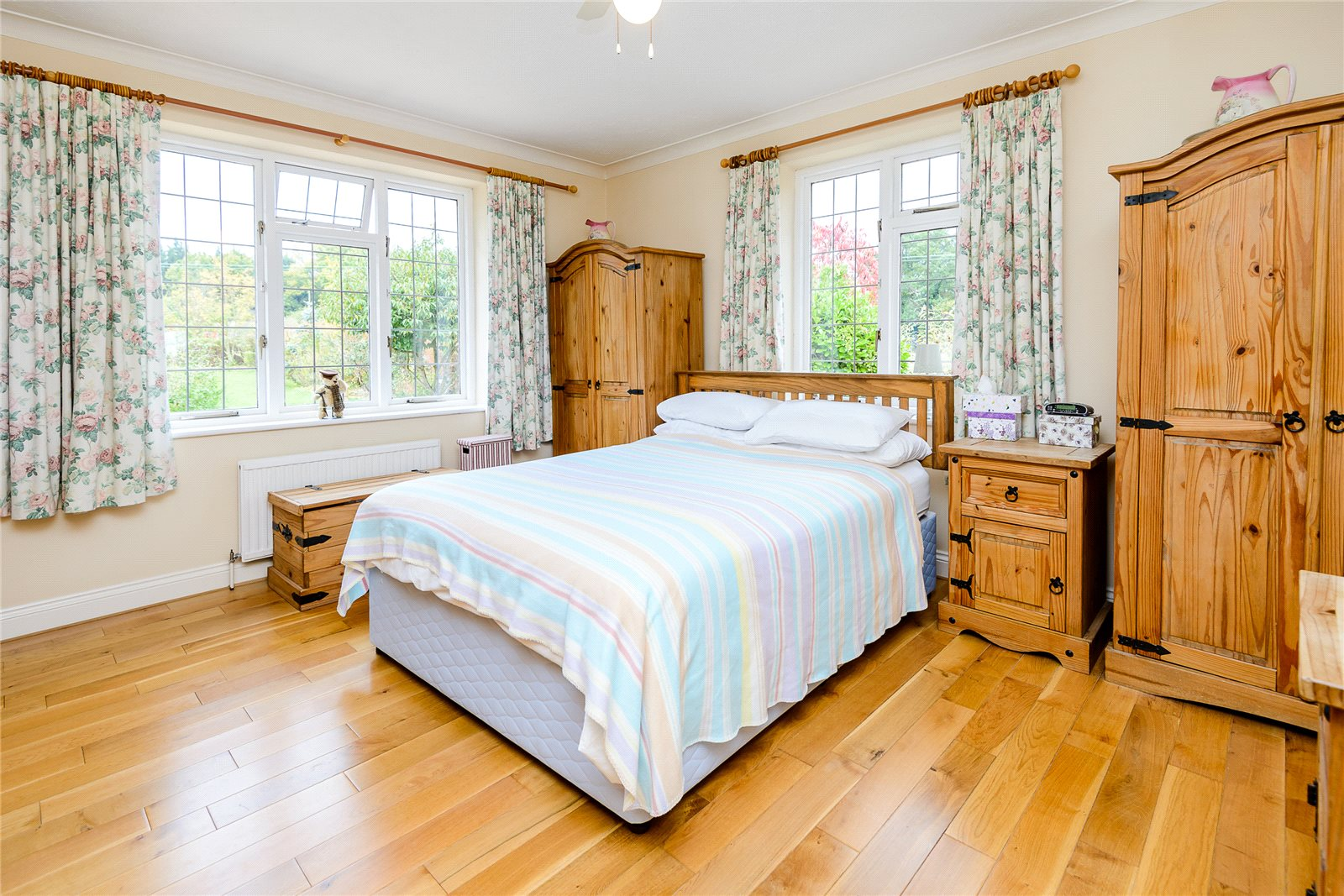 Additional photo for property listing at Broadway Road Lightwater, Surrey, GU18 Surrey, Αγγλια