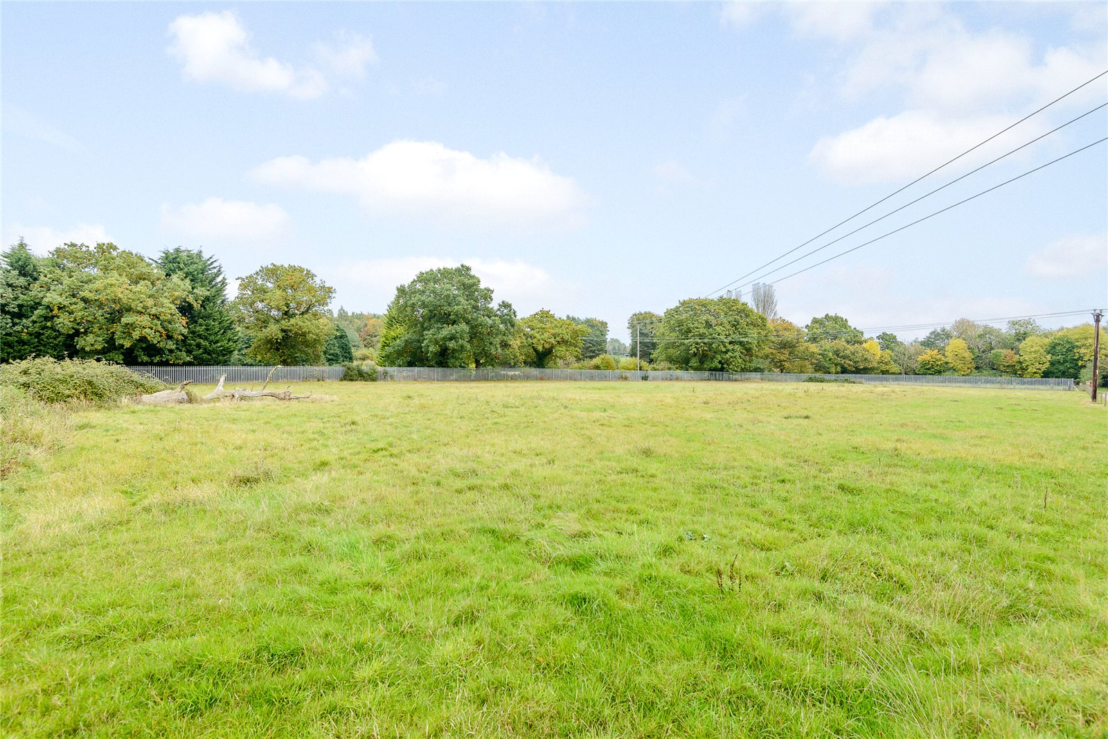Additional photo for property listing at Broadway Road Lightwater, Surrey, GU18 Surrey, England
