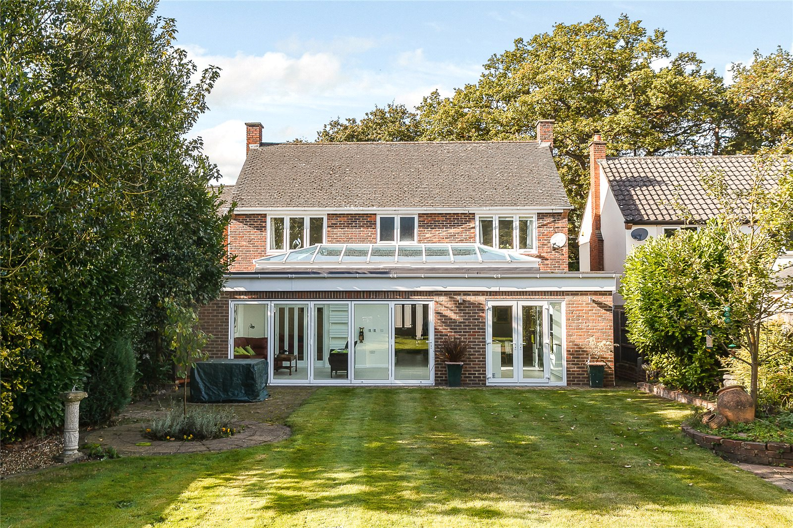 Additional photo for property listing at Pine Grove, Windlesham, Surrey, GU20 Windlesham, England