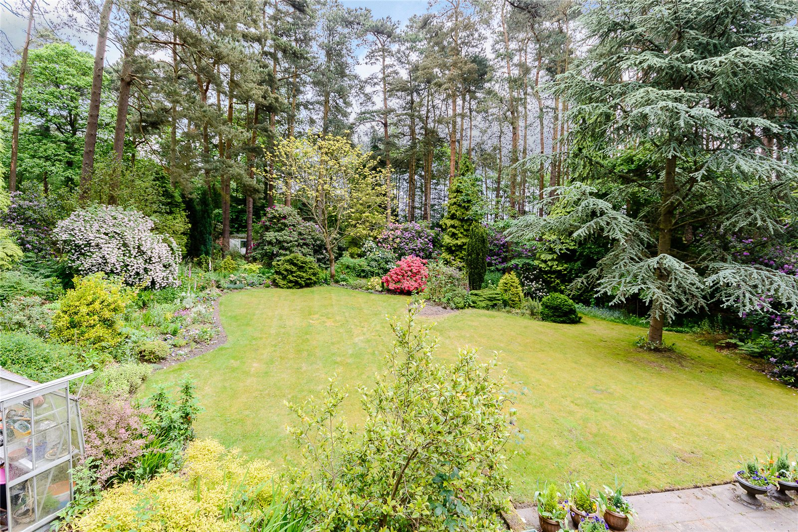 Additional photo for property listing at Dukes Covert, Bagshot, Surrey, GU19 Bagshot, Inglaterra