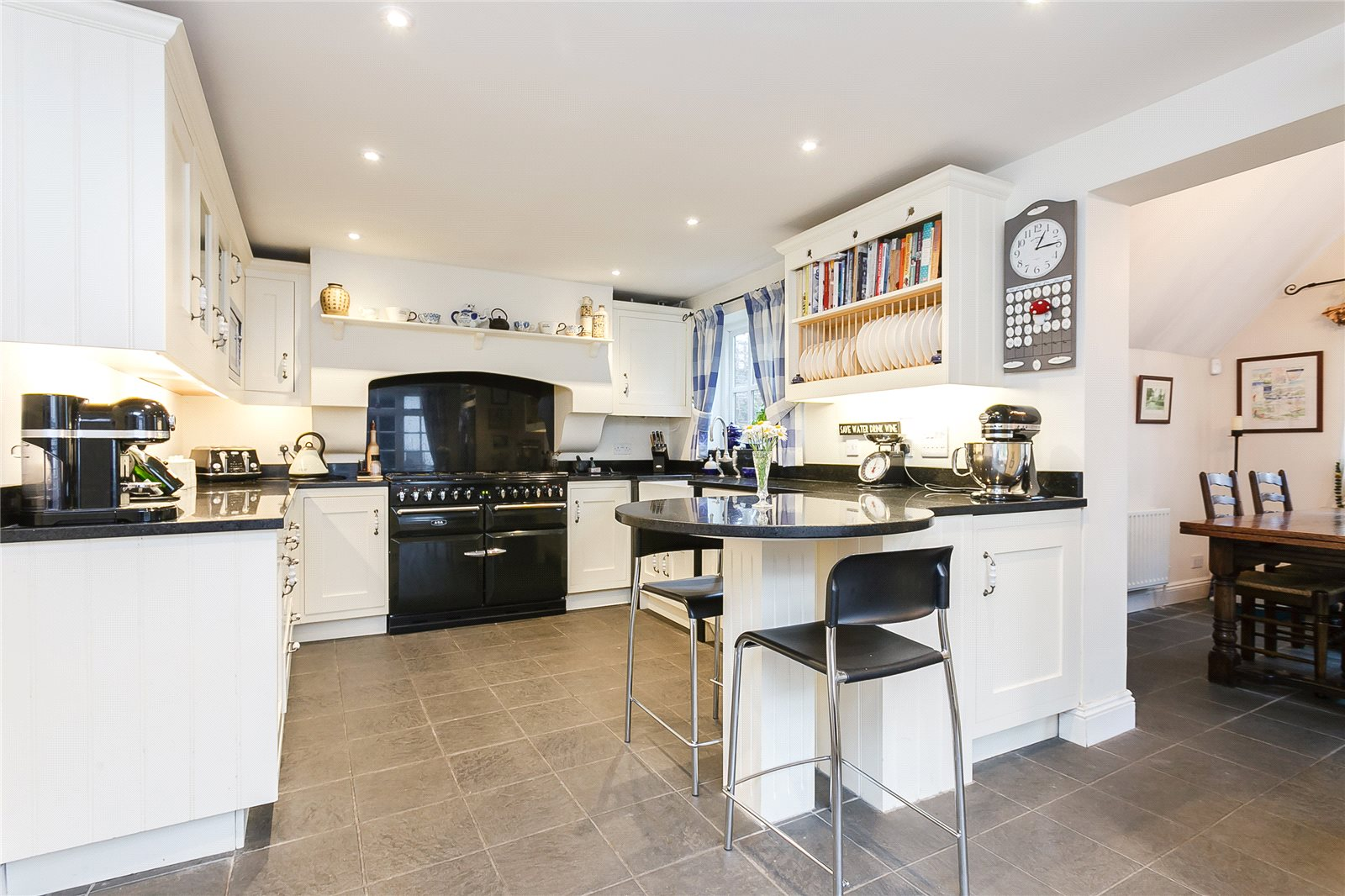 Additional photo for property listing at School Road, Windlesham, Surrey, GU20 Windlesham, England