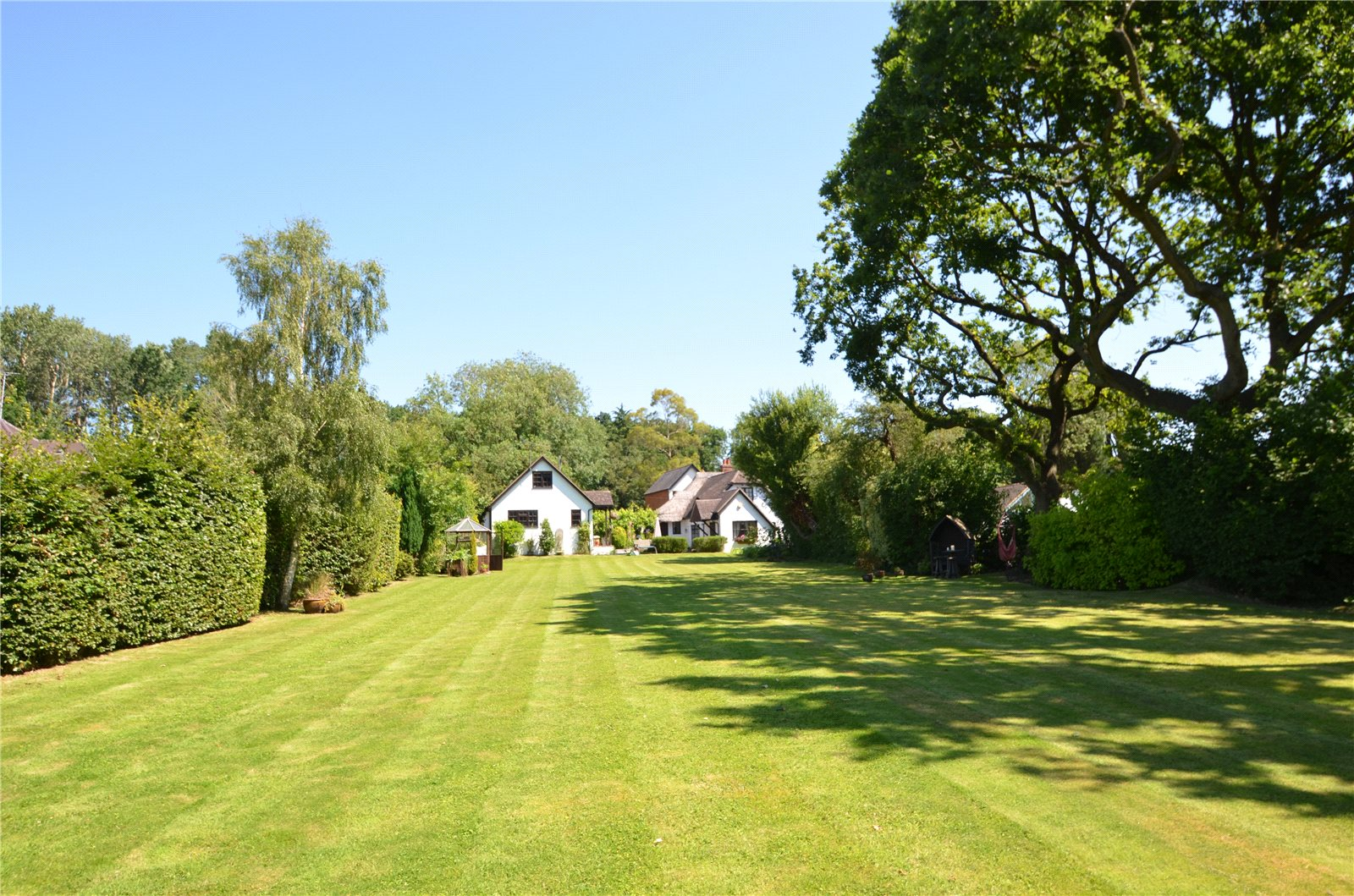 Additional photo for property listing at School Road, Windlesham, Surrey, GU20 Windlesham, Angleterre