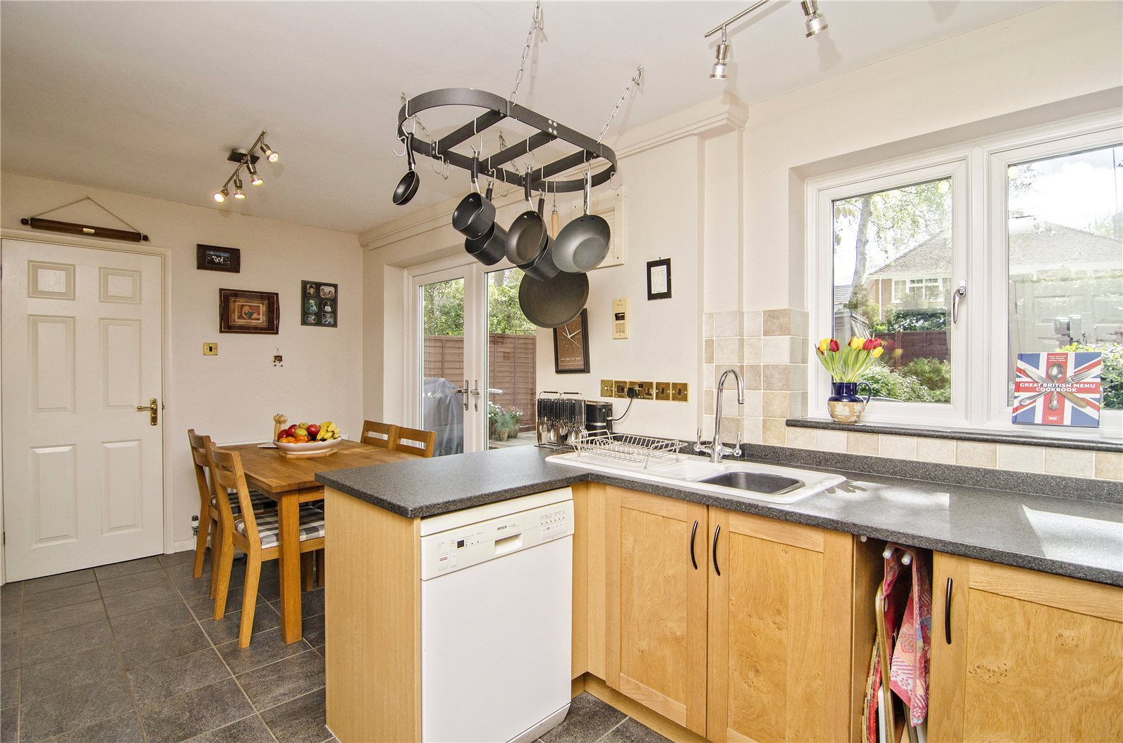 Additional photo for property listing at Mill Pond Road, Windlesham, Surrey, GU20 Windlesham, Inglaterra
