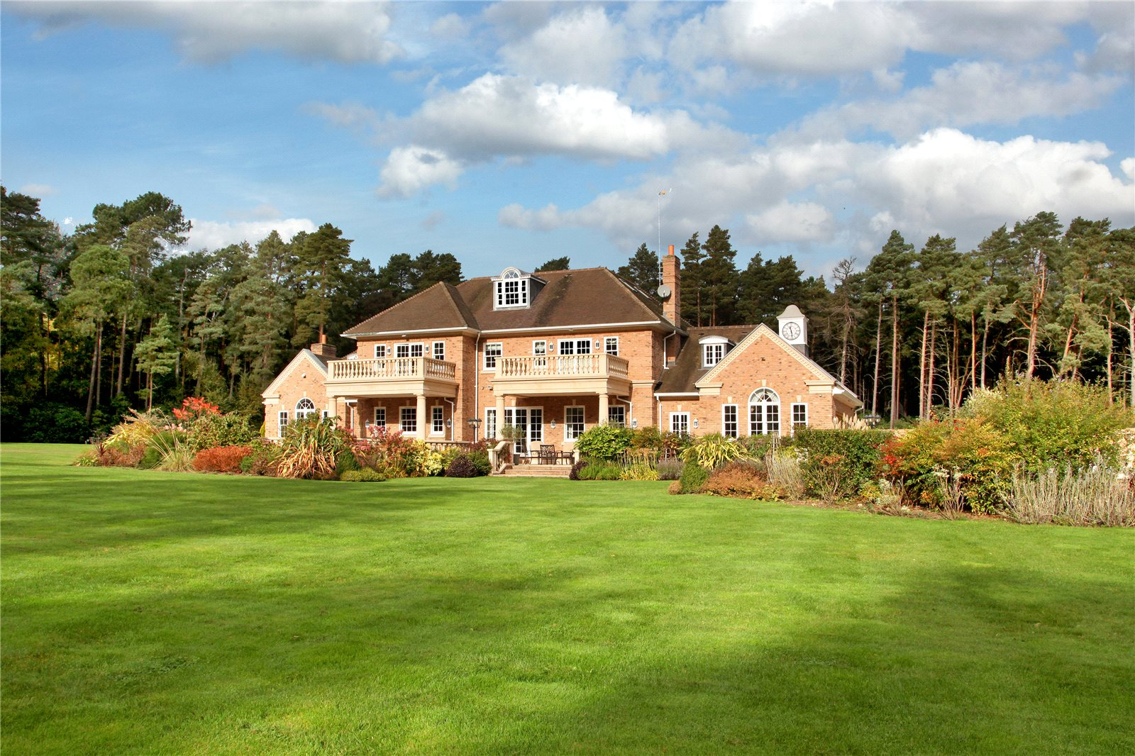 Single Family Home for Sale at Hatton Hill, Windlesham, Surrey, GU20 Windlesham, England