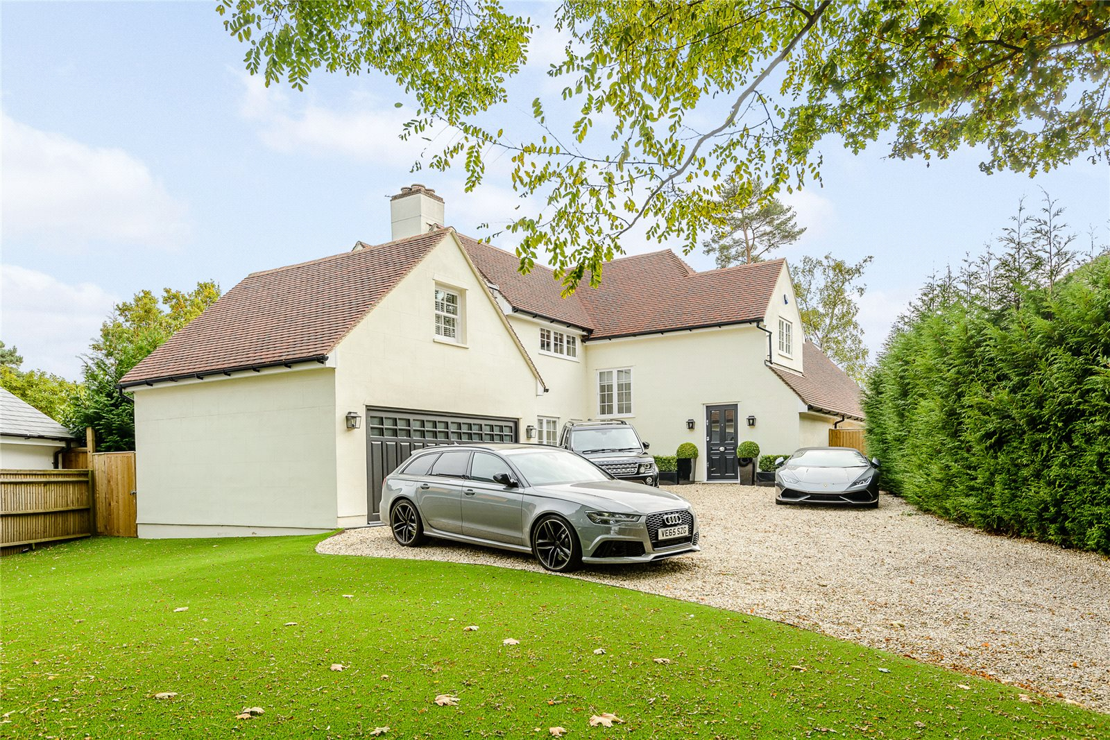 Additional photo for property listing at MacDonald Road, Lightwater, Surrey, GU18 Lightwater, Inglaterra