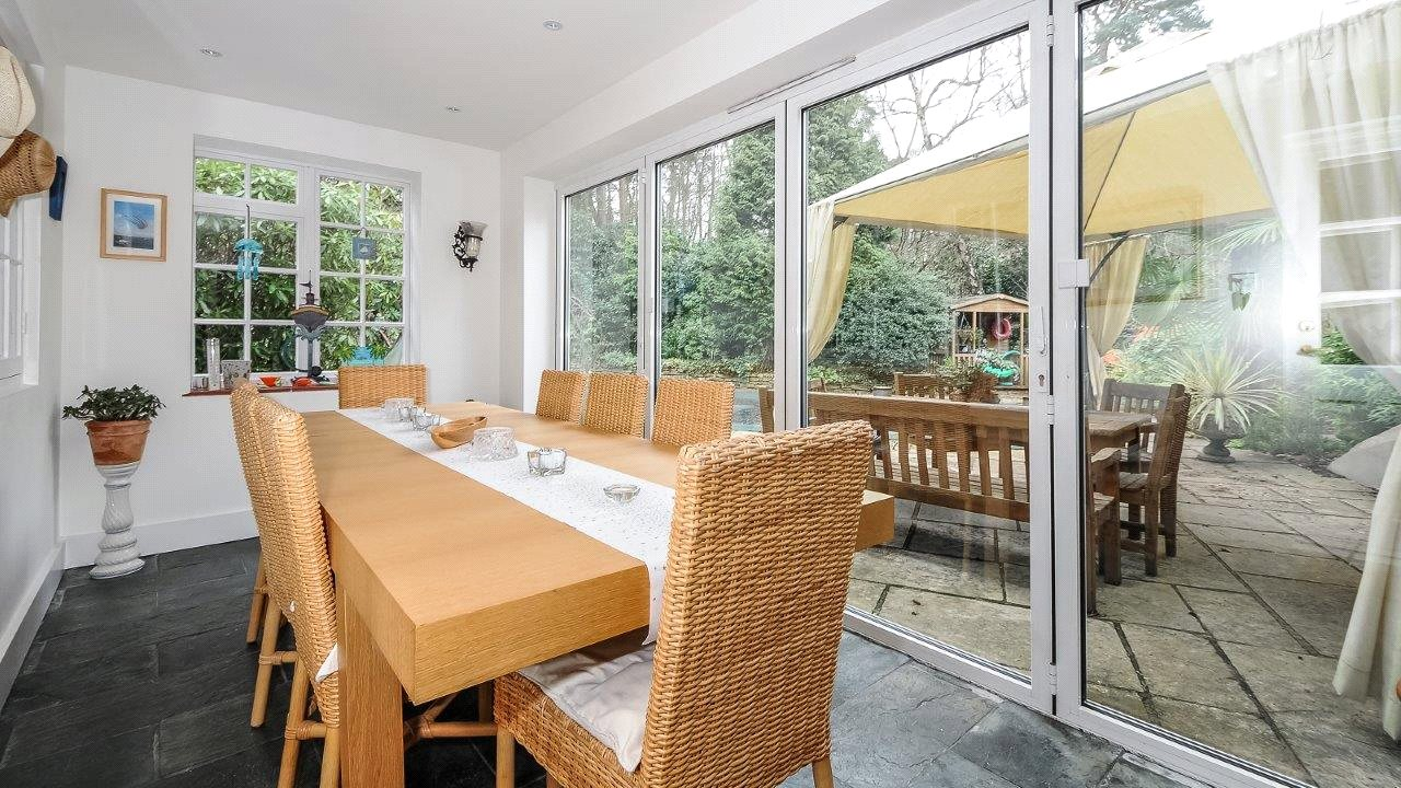 Additional photo for property listing at Westwood Road, Windlesham, Surrey, GU20 Windlesham, 영국