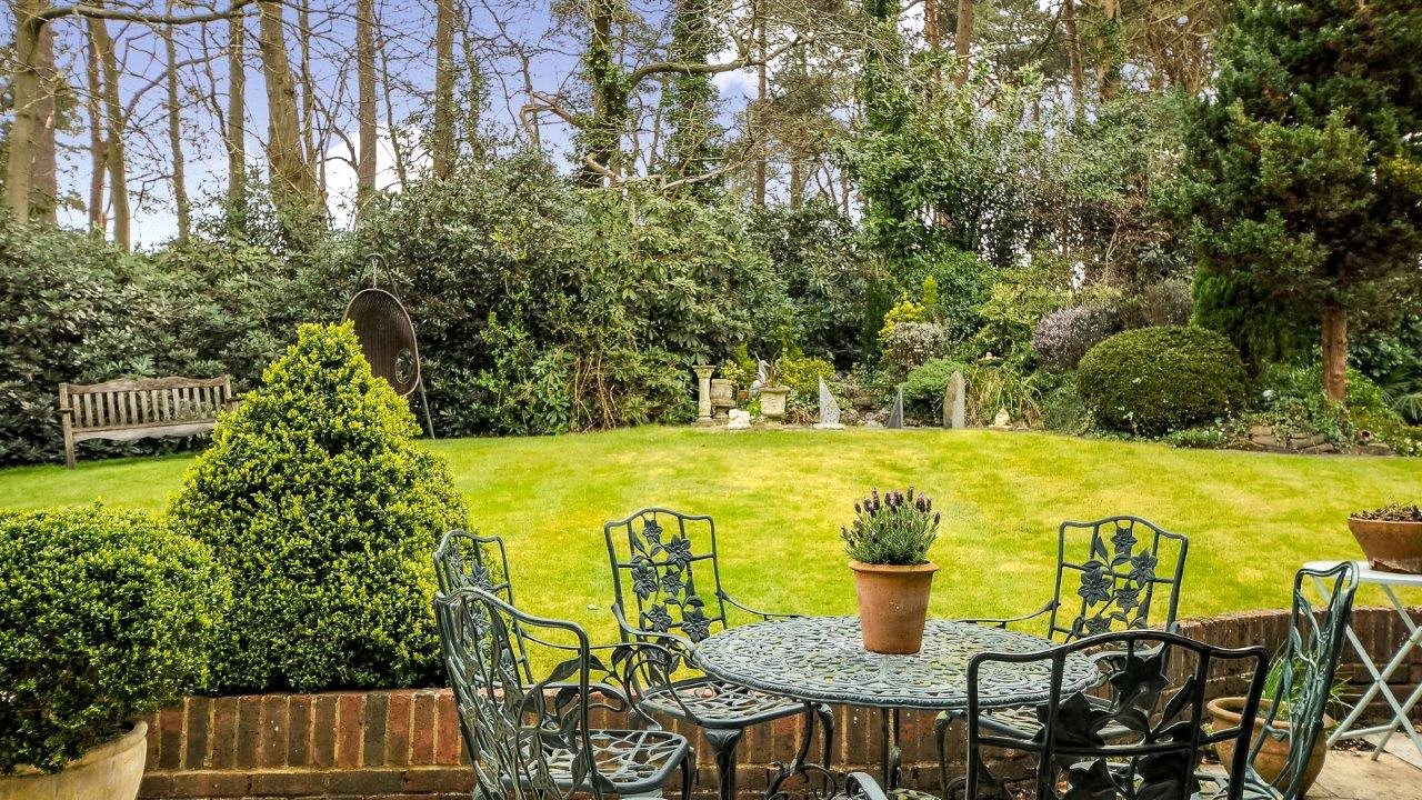 Additional photo for property listing at Westwood Road, Windlesham, Surrey, GU20 Windlesham, Engeland