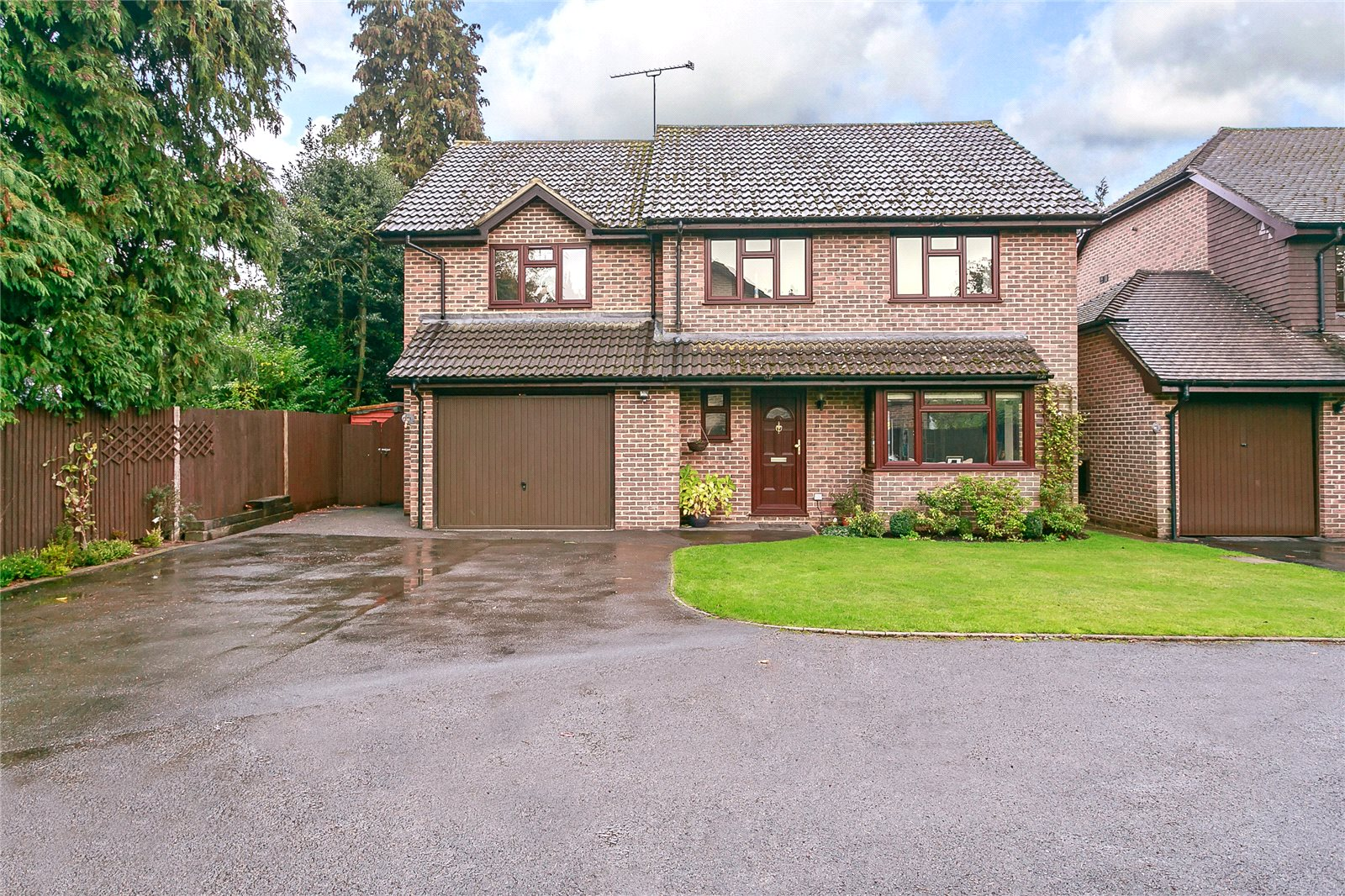 Tek Ailelik Ev için Satış at Newark Road, Windlesham, Surrey, GU20 Windlesham, Ingiltere