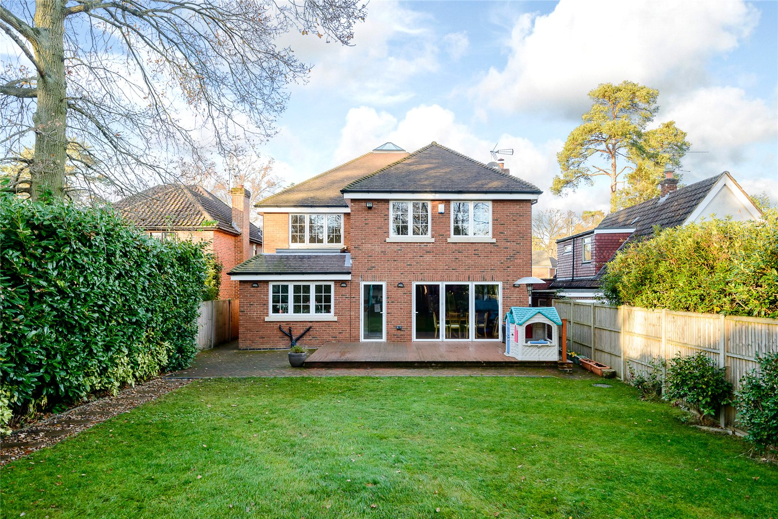 Additional photo for property listing at Ambleside Road, Lightwater, Surrey, GU18 Lightwater, Англия