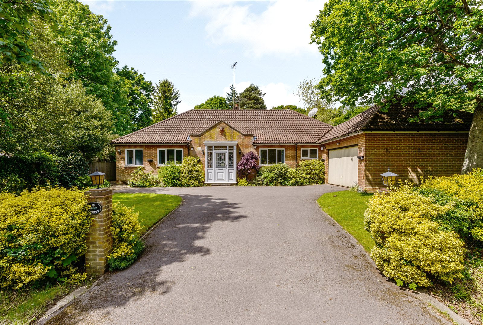 Additional photo for property listing at Snows Ride, Windlesham, Surrey, GU20 Windlesham, 영국