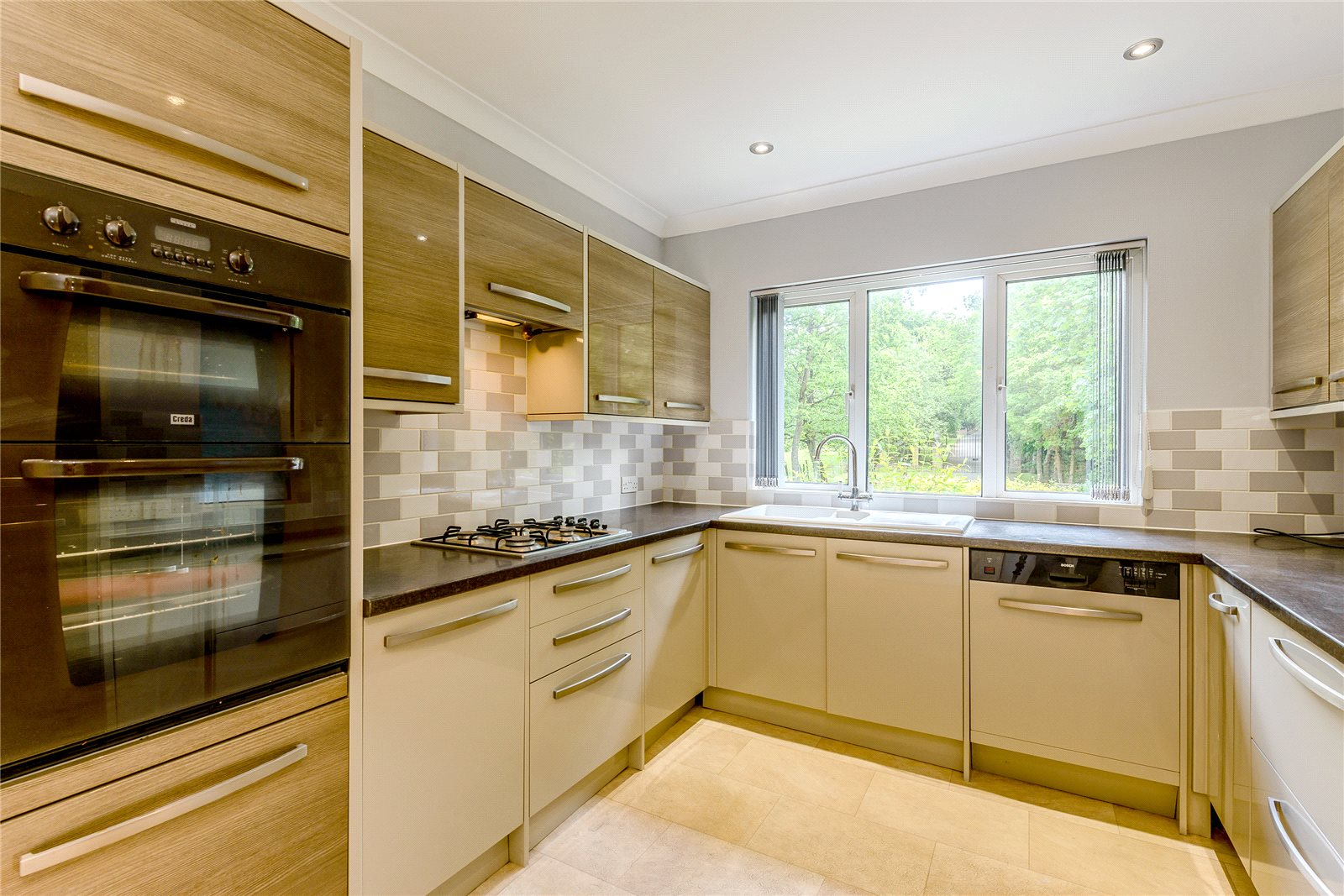 Additional photo for property listing at Snows Ride, Windlesham, Surrey, GU20 Windlesham, England
