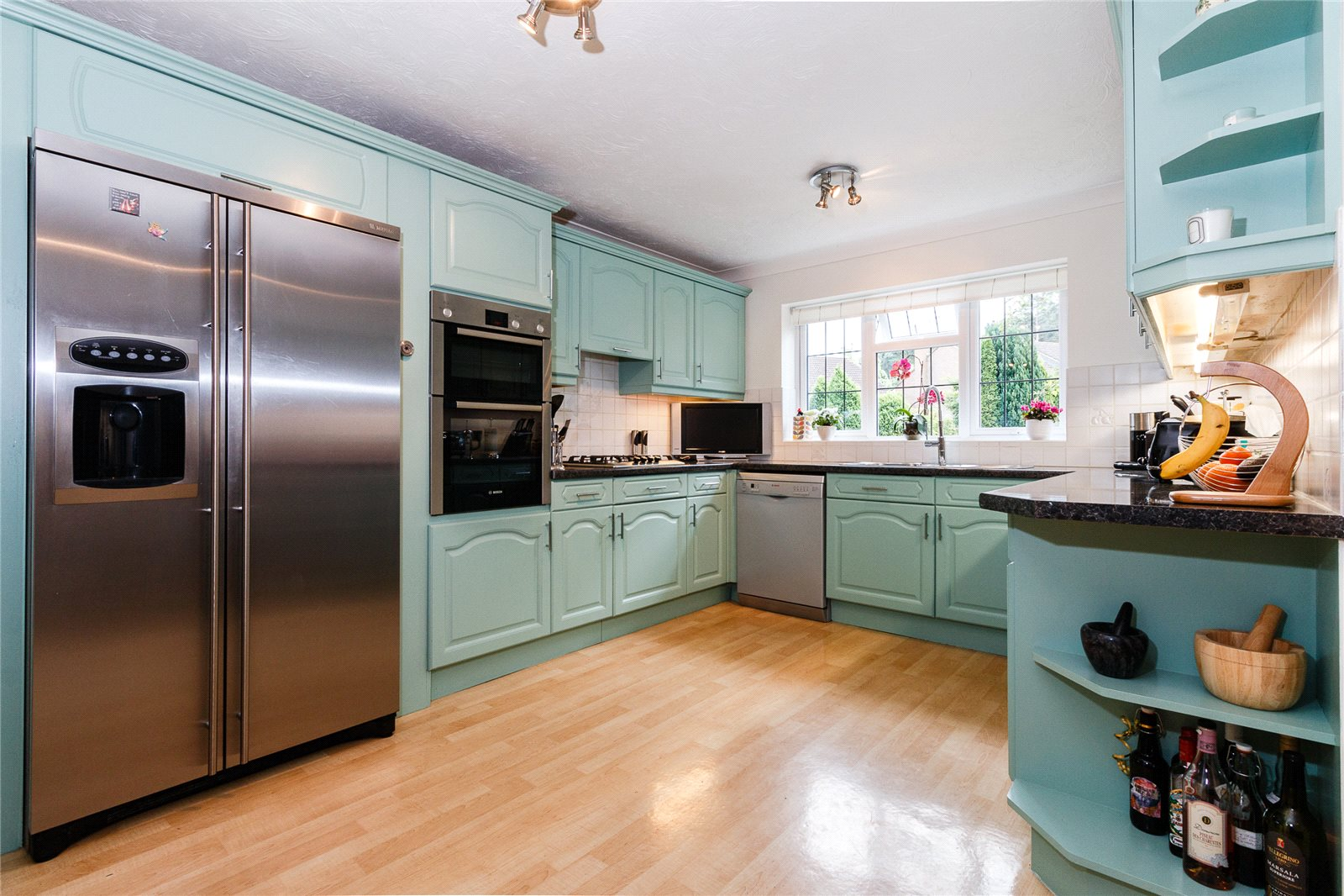 Additional photo for property listing at Colville Gardens, Lightwater, Surrey, GU18 Lightwater, England