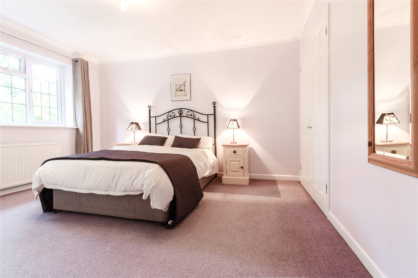 Additional photo for property listing at Colville Gardens, Lightwater, Surrey, GU18 Lightwater, Angleterre