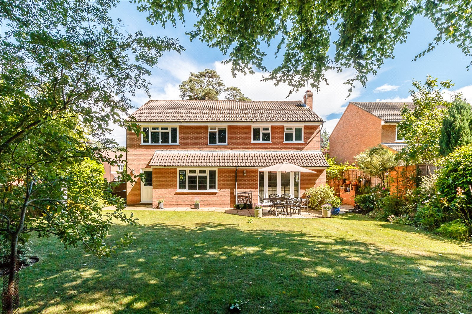 Single Family Home for Sale at Colville Gardens, Lightwater, Surrey, GU18 Lightwater, England