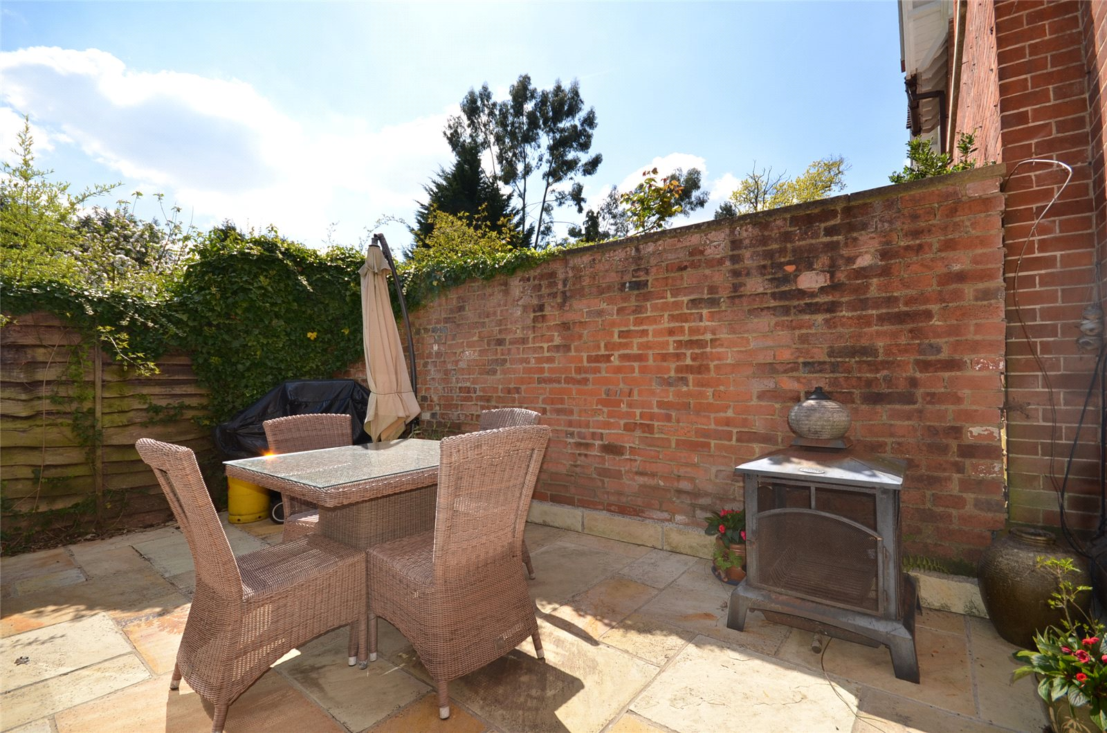 Additional photo for property listing at London Road, Windlesham, Surrey, GU20 Windlesham, Αγγλια