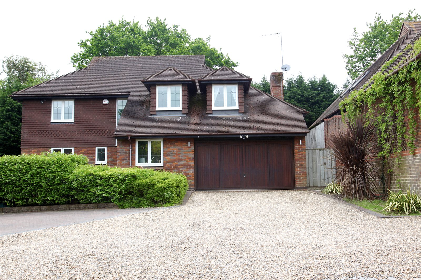 Additional photo for property listing at Springfield, Lightwater, Surrey, GU18 Lightwater, Ingiltere