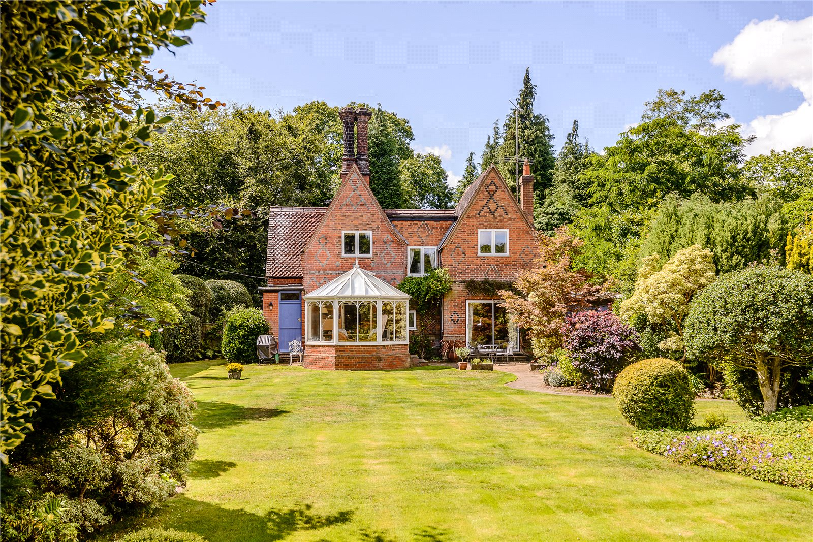 Additional photo for property listing at Chertsey Road, Windlesham, Surrey, GU20 Windlesham, 英格兰