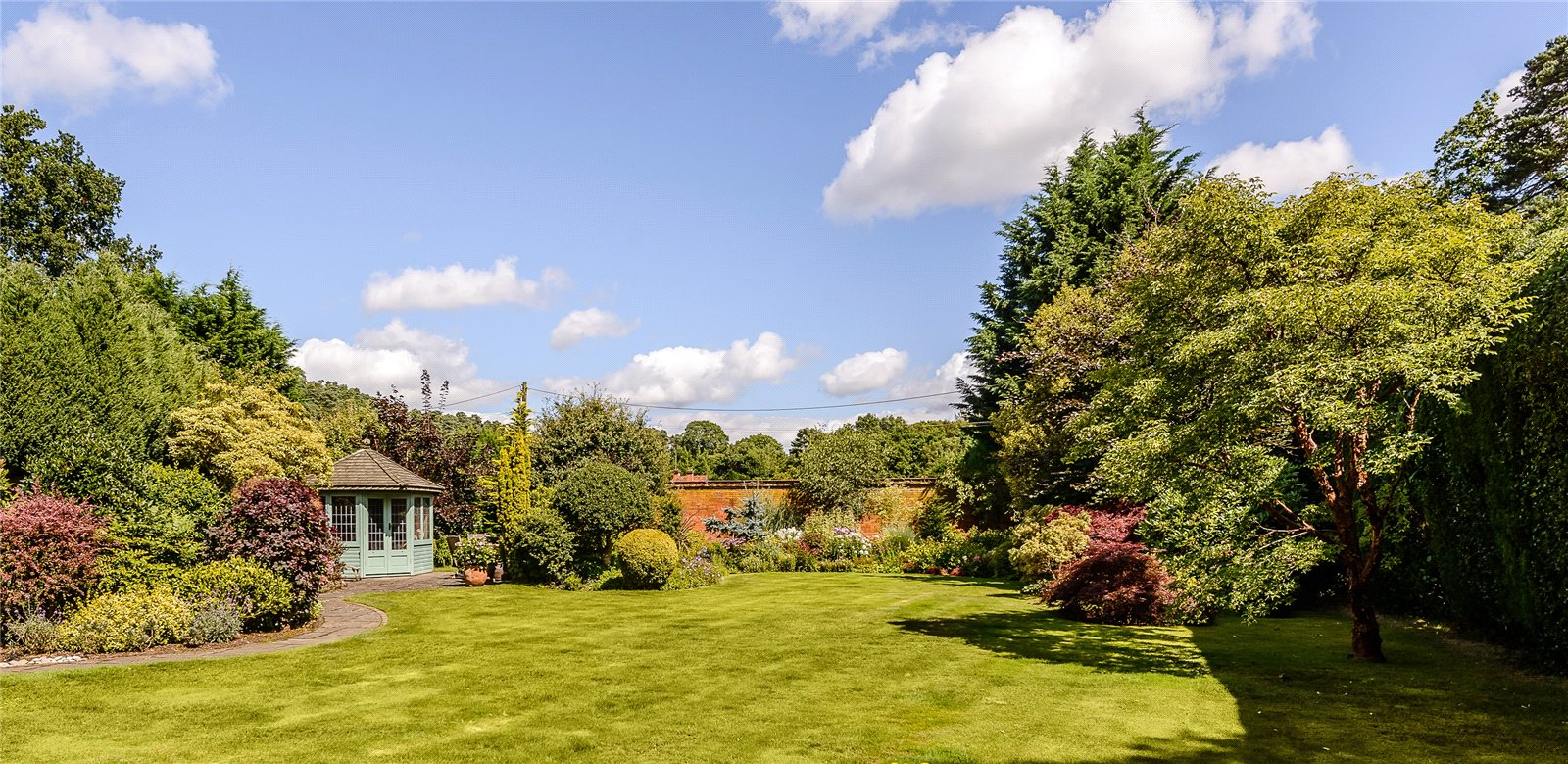 Additional photo for property listing at Chertsey Road, Windlesham, Surrey, GU20 Windlesham, Inglaterra