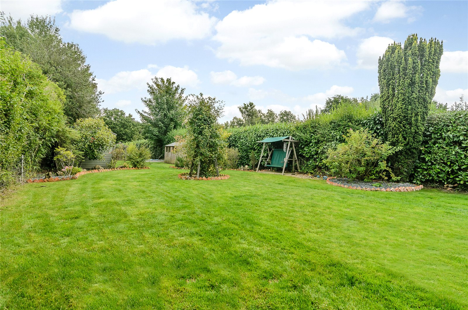Additional photo for property listing at Benner Lane, West End, Woking, Surrey, GU24 Woking, Angleterre