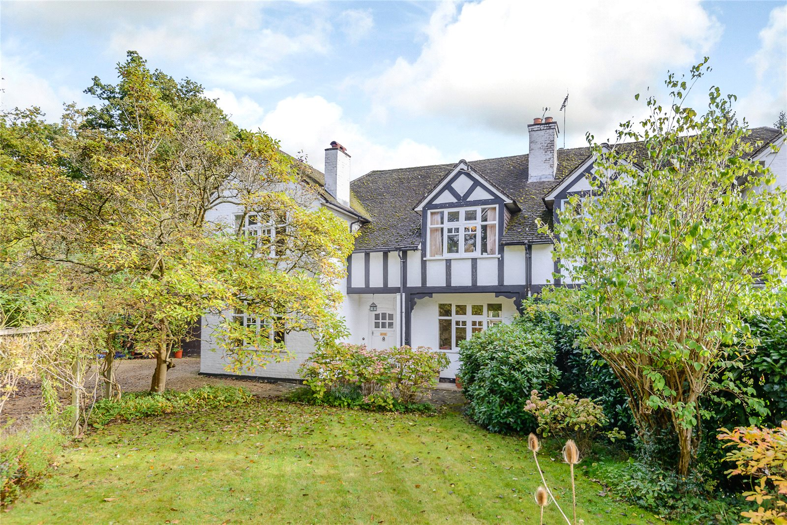 Additional photo for property listing at Hatton Hill, Windlesham, Surrey, GU20 Windlesham, Англия