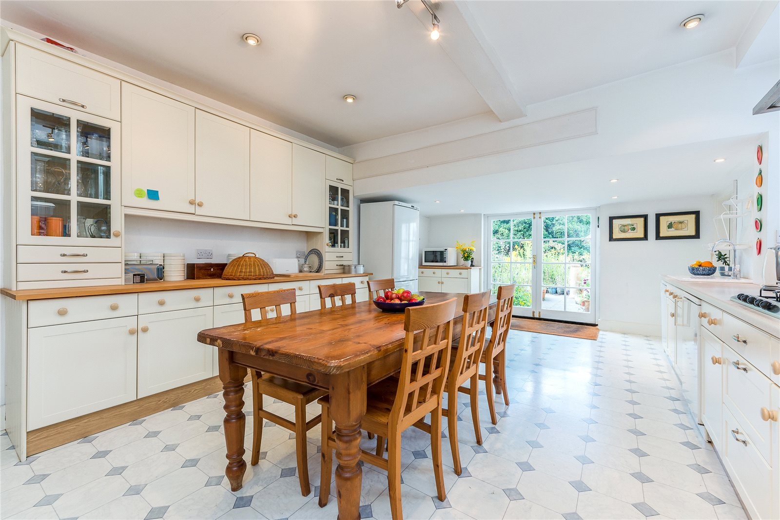 Additional photo for property listing at London Road, Kings Worthy, Winchester, Hampshire, SO23 Winchester, Angleterre